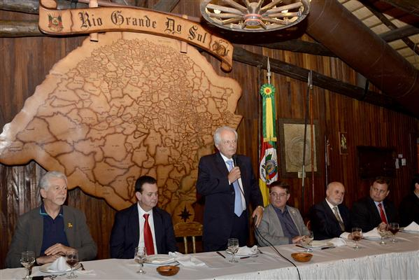 Presidente em exercício da Assembleia Legislativa, Ronaldo Santini, participa de encontro com o ministro das Cidades, Gilberto Kassab, no Palácio Piratini