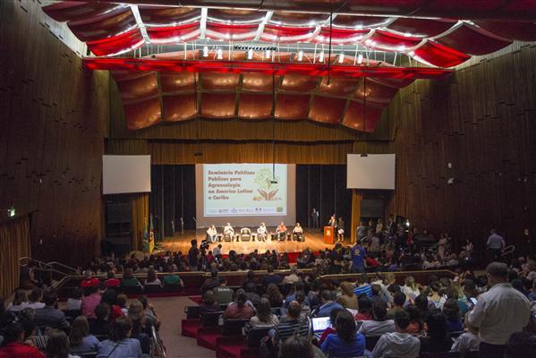 """Presidente Edegar Pretto coordena os trabalhos do Fórum dos Grandes Debates com o tema """"Agroecologia e alimentação saudável: desafios para a intervenção do Estado"""""""
