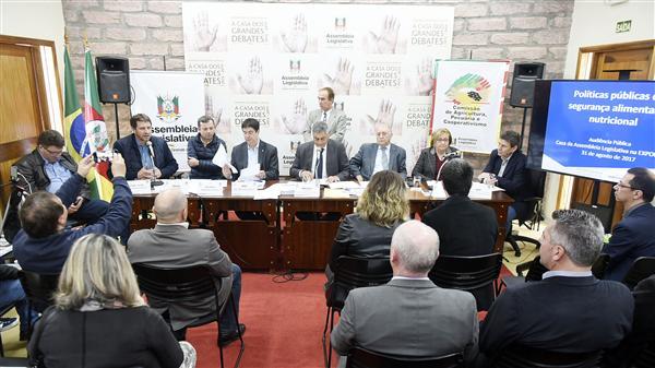 Comissão reuniu autoridades do setor na Expointer