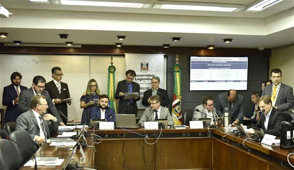 Colegiado reuniu-se na sala Maurício Cardoso, 4º andar do Palácio Farroupilha