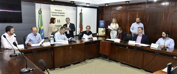 Presidida pelo deputado Lara (PTB), Comissão de Finanças reúne-se no Plenarinho