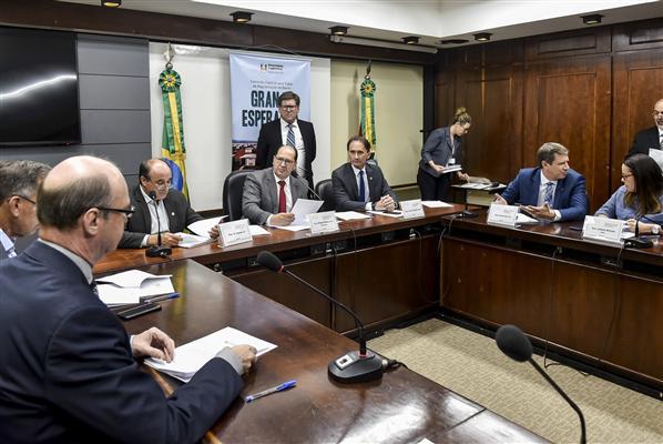 Reunião aconteceu na sala Sarmento Leite, 3º andar do Palácio Farroupilha