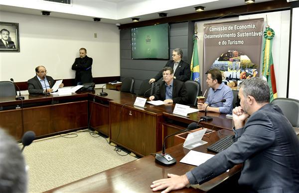 Deputado Troca (PSDB) preswide a Comissão de Economia