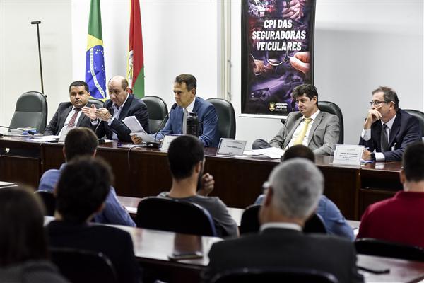 Reunião aconteceu no Plenarinho, 3º andar da ALRS