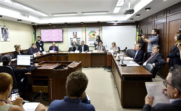 Comissão de Agricultura realiza reunião ordinária pela manhã e audiência pública à noite