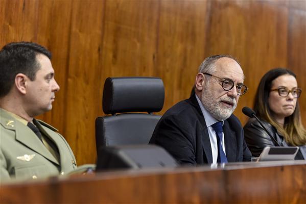 Deputado Pedro Ruas presidiu a sessão solene