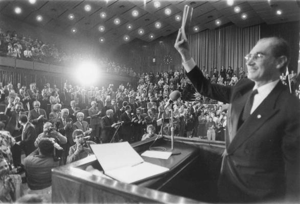 Presidente Gleno Scherer apresenta Carta Magna dos gaúchos em 3 de outubro de 1989