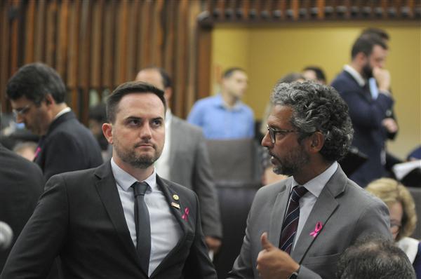 Deputado Fábio Ostermann e líder do governo, deputado Frederico Antunes