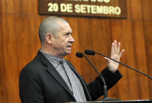 Em pronunciamento, deputado manifestou solidariedade aos 3,5 mil oficiais escreventes