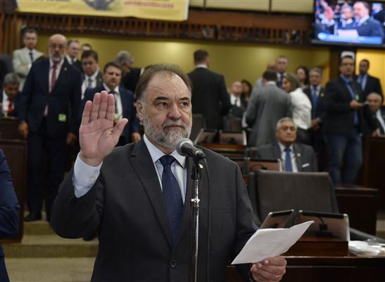 Carlos Búrigo prestou juramento e tomou posse nesta tarde