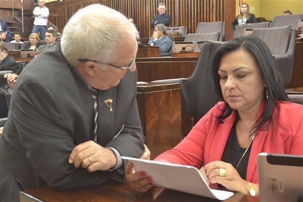 Vilmar Lourenço apresenta PL à procuradora da Mulher na Assembleia Legislativa, Kelly Moraes