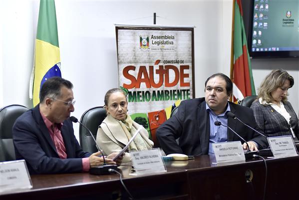 Valdeci Oliveira (E) foi um dos proponentes do debate