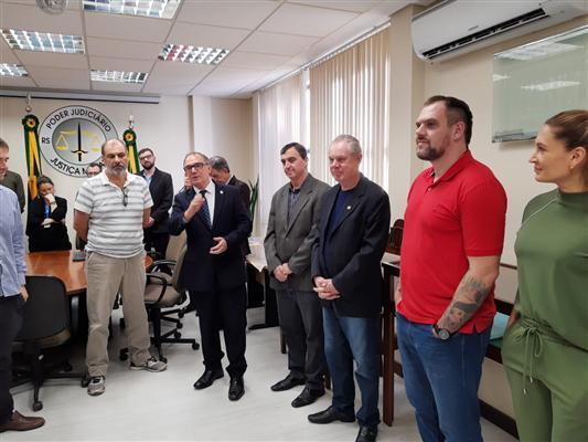 Desembargadores do TJM-RS fazem homenagem ao deputado Rodrigo Maroni