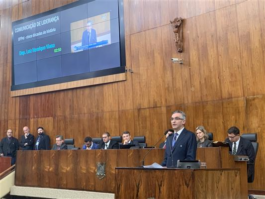 Egresso da Faculdade de Direito, Viana foi o autor da proposta