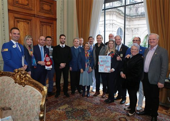 Lara promove encontro entre governo e clubes de serviços para parceria em projetos sociais