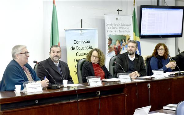 Feira do Livro de Porto Alegre foi um dos temas em Assuntos Gerais da reunião