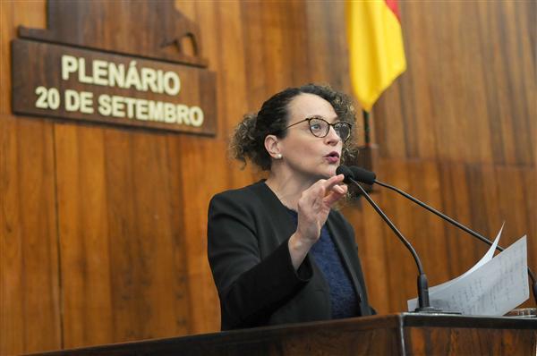 Deputada Luciana Genro abriu os pronunciamentos do período das comunicações