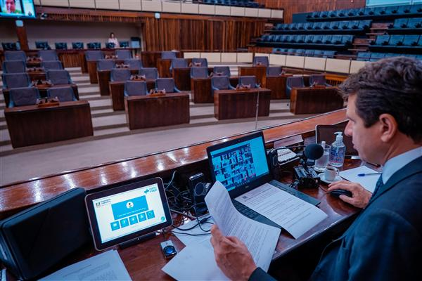 Presidente Ernani Polo conduziu a sessão virtual desde o Plenário 20 de Setembro