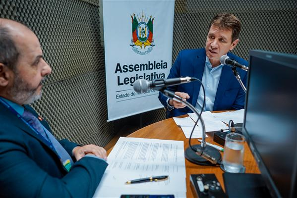 Presidente da AL, deputado Ernani Polo, concede entrevista à rádio AL