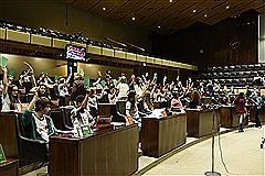 Jovens experimentam o exercício da atividade parlamentar