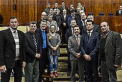 Deputados e homenageados ao final do Grande Expediente